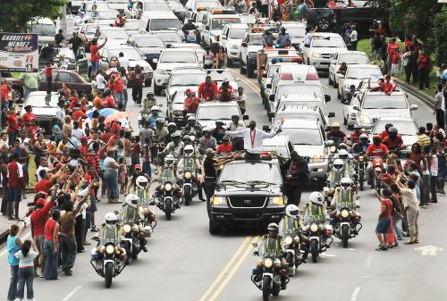 巴拿马首位奥运冠军乘总统专机回国(图)