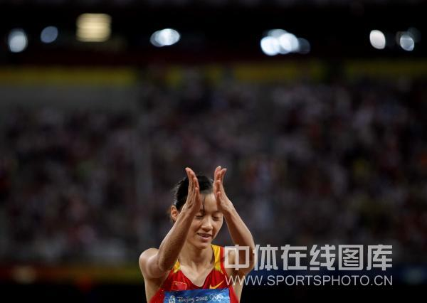 图文-[奥运]田径女子三级跳 谢荔梅在比赛中