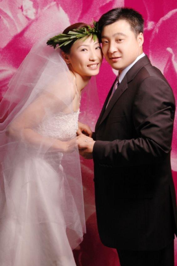 图文-张宁婚纱照 相亲相爱