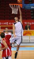 图文-吉诺比利领衔阿根廷男篮备战 小试单手上篮