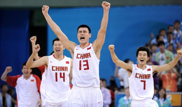 图文-[奥运]男篮59-55德国 姚明和每个人一样兴奋
