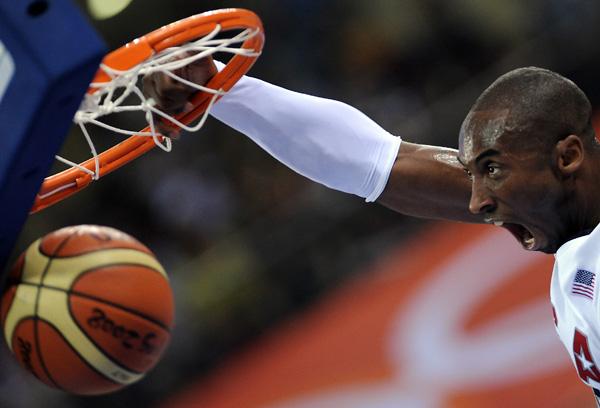 图文-[奥运]男篮美国VS澳大利亚 科比暴扣霸气十足