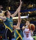 图文-[奥运]女篮VS澳大利亚 中国队隋菲菲上篮受阻