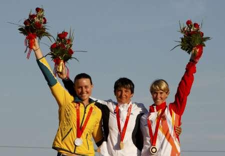 图文-皮划艇激流回旋精彩回顾 前三名得主颁奖典礼