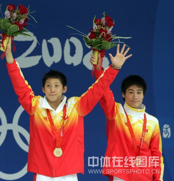 图文-男子双人10米台跳水 林跃/火亮收获金牌