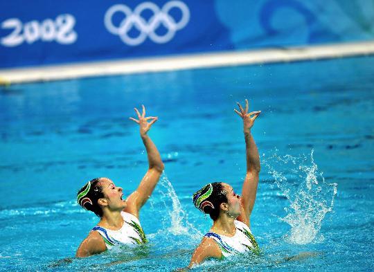 图文-花样游泳双人项目决赛赛况 特别的动作