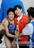 图文-女子十米跳台决赛陈若琳夺金 合影留个念