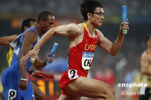 """外报关注业余""""眼镜飞人"""" 胡凯预示中国体育未来"""