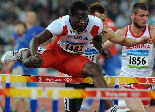 图文-奥运男子110米栏19日赛况 罗伯斯奋勇争先