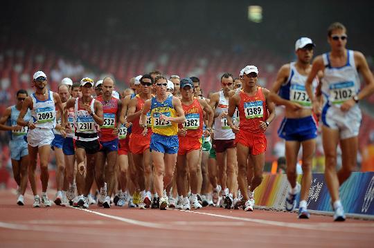 图文-田径男子50公里竞走决赛 司天峰在第一集团