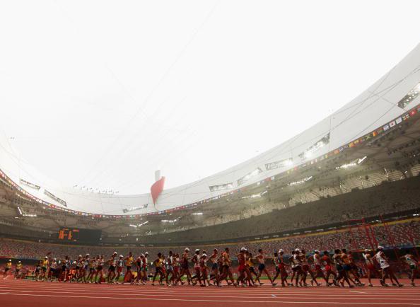 图文-田径男子20公里竞走决赛 选手部队刚刚出发