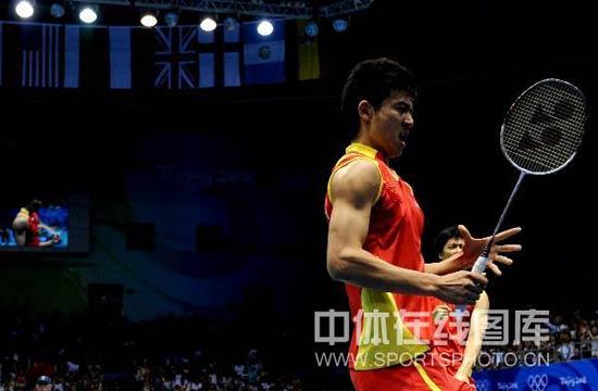 图文-男双半决赛蔡�S付海峰晋级 魔力球拍