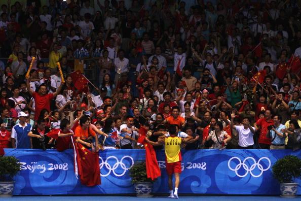 图文-奥运会羽毛球男单决赛 全场观众为林丹鼓掌