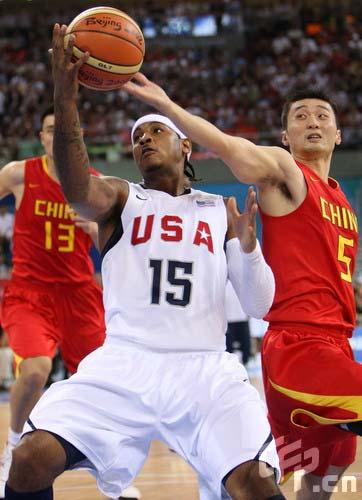 图文-[奥运会]中国男篮VS美国 刘炜抢断安东尼