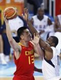 图文-[奥运会]中国男篮VS美国 姚明遭霍华德拦截