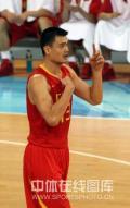 图文-[奥运会]中国男篮85-68安哥拉 姚明做手势