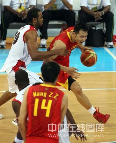 图文-[奥运会]中国男篮85-68安哥拉 阿联积极突破