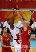 图文-[奥运会]中国男篮85-68安哥拉 姚明积极封盖