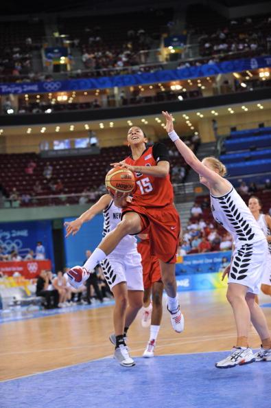 图文-奥运会17日女篮小组赛赛况  帕克坚决上篮