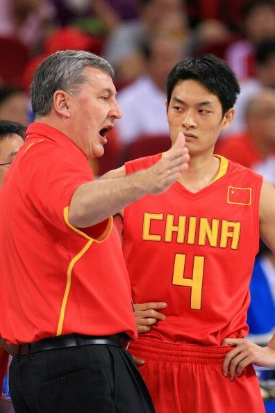 图文-[奥运]中国男篮77-91希腊 尤纳斯场边讲解