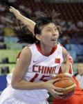 图文-中国女篮77-62白俄罗斯 勇猛陈楠甩开对手