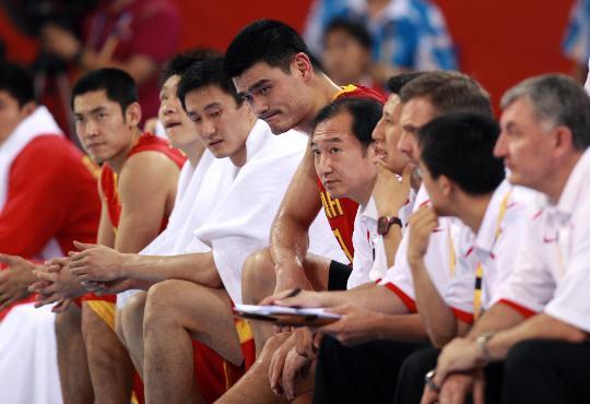 图文-[奥运会]中国男篮68-94立陶宛 姚明场边观战