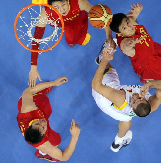 图文-男篮中国队不敌立陶宛队 篮板球可是丢不得