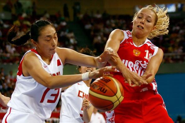 图文-女篮季军争夺中国不敌俄罗斯 盗球成功了