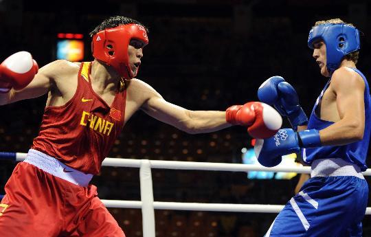 图文-张小平晋级拳击比赛四强 张小平积极进攻