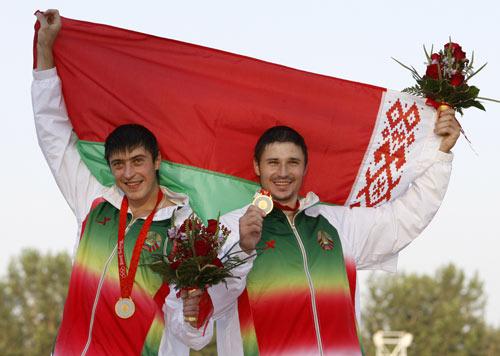 图文-男子双人划艇1000米决赛 白俄选手夺得金牌