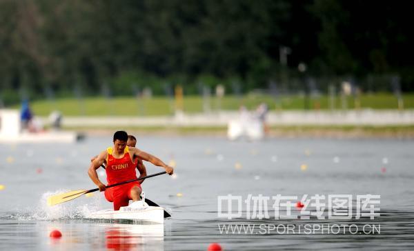 图文-孟关良/杨文军500米划艇卫冕 匹马领先