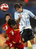 图文-[女足]中国2-0胜阿根廷 韩端给对手施压