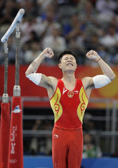 图文-李小鹏获得奥运双杠金牌 知道自己成功了
