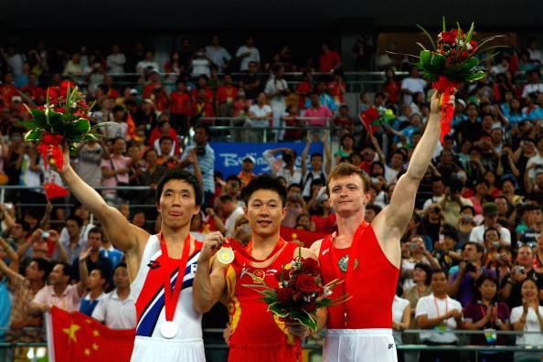 图文-奥运会男子体操双杠决赛 李小鹏引领前三