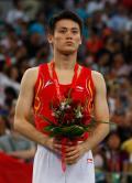 图文-奥运会蹦床男子个人决赛 陆春龙手捧鲜花