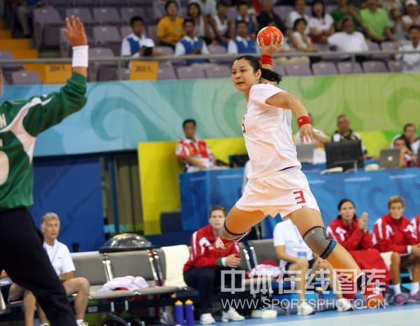 图文-[女子手球]中国23-30挪威 9号大力轰门