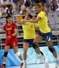 图文-[女子手球]中国不敌罗马尼亚 罗马尼亚队庆祝