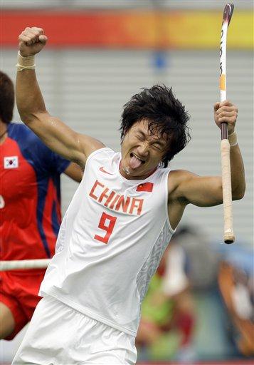 图文-男曲中国2-5负于韩国 宋毅失球后的懊恼表情