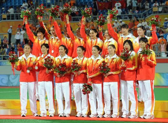图文-奥运会曲棍球女子颁奖仪式 中国女曲全家福