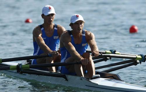 图文-男子轻量级双人双桨半决赛 意大利队在奋战