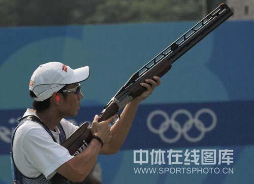 图文-男子飞碟多向胡斌渊拼得铜牌 瞄准目标开枪