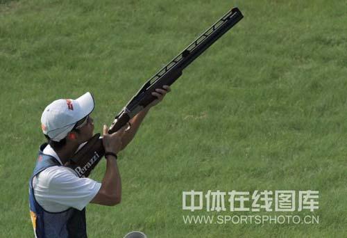 图文-男子飞碟双多向美名将破纪录摘金 关键的一枪