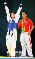 图文-跆拳道女子49公斤级决赛 感谢全场观众