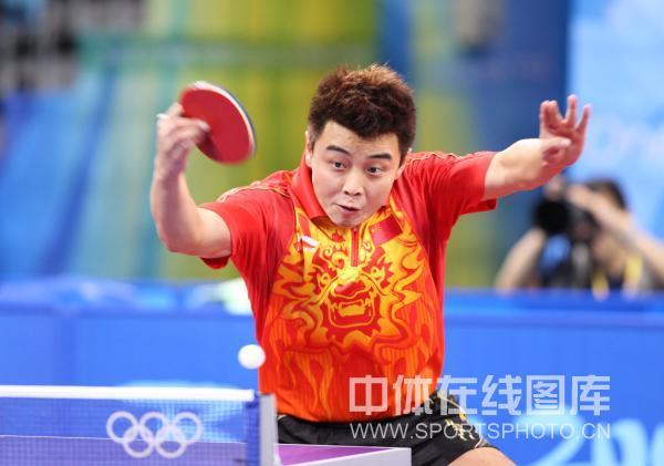 图文-乒乓球男子团体半决赛 王皓回球小心谨慎
