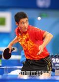 图文-乒乓球男单王励勤获铜牌 王励勤发球风采