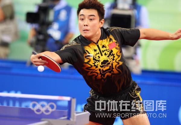 图文-马琳夺乒乓球奥运男单金牌 王皓反手攻击