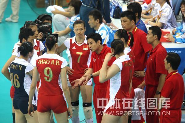 图文-中国女排3-0委内瑞拉 陈忠和指导战术