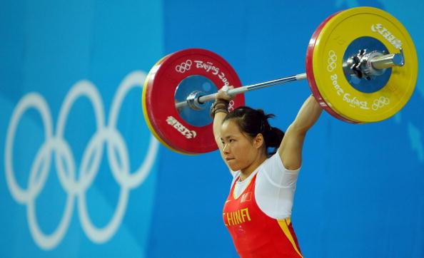 图文-女子举重58公斤级比赛 陈艳青轻松过关