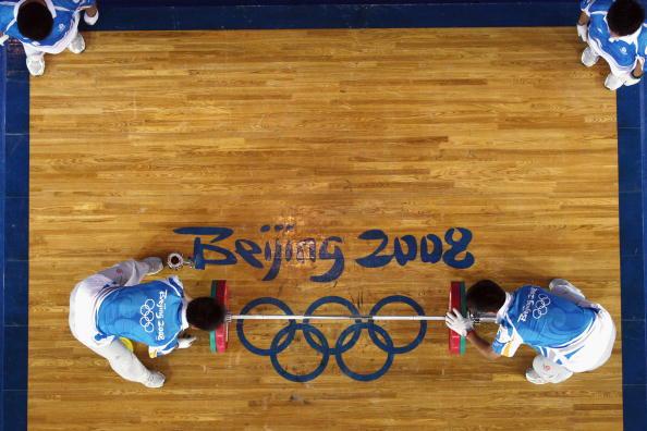 图文-男子举重62公斤级比赛 举重赛场群雄逐鹿