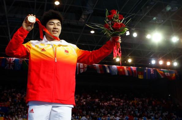 图文-男子举重85公斤级决赛 陆永夺冠光荣时刻